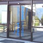 Установка автоматических раздвижных дверей